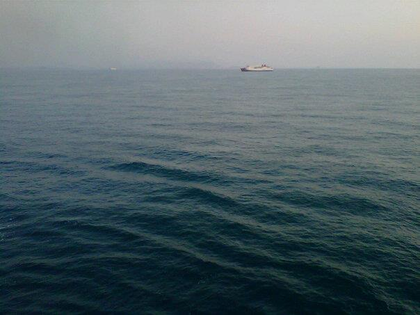 Lautan biru nan mengelabu