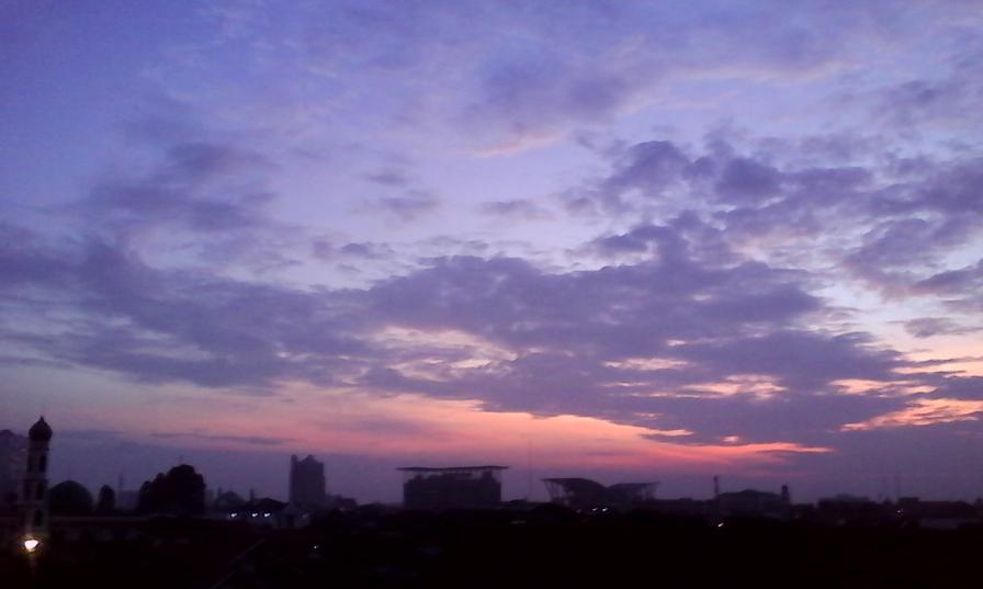 saat langit perlahan mencerah